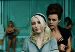 Emily-Browning-gets-a-lesson-in-Sucker-Punch_gallery_primary