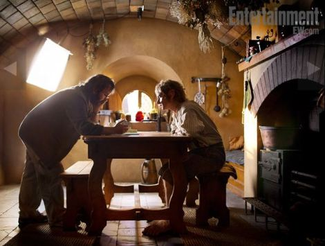 Director-Peter-Jackson-and-Martin-Freeman-in-The-Hobbit-2012-Movie-Image