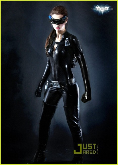anne-hathaway-second-catwoman-look-01