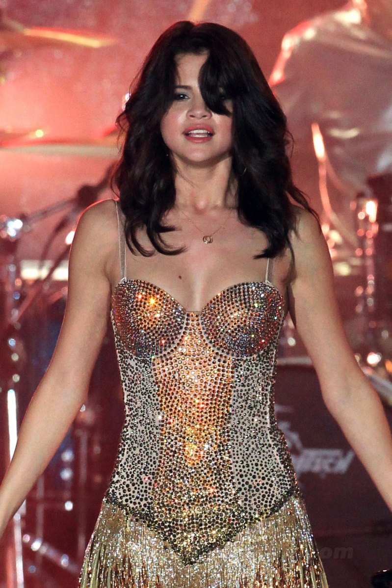 selena-gomez-we-own-the-night-tour-boca-raton-03