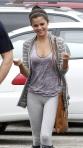 Selena-Gomez-Yoga-pants-6