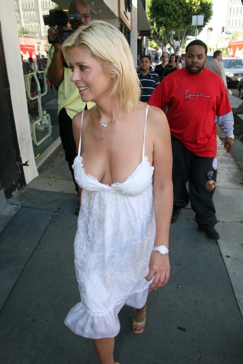 Частные фото русских женщин в прозрачной одежде без белья, смотреть жаркий массаж вагины