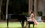 miley-cyrus-tocando-piano-9024