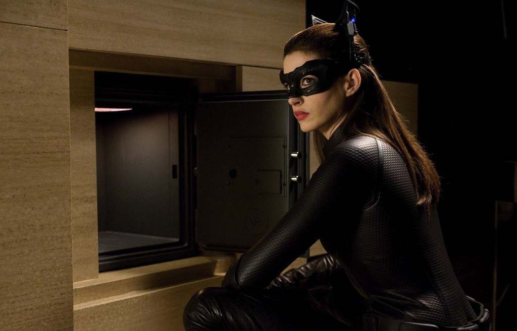 anne-hathaway-catwoman-selina-kyle-dark-knight-1024x657