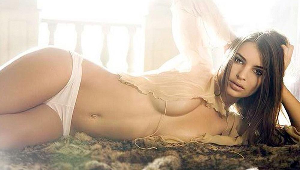 La Hermosa Emily Ratajkowski Yapa