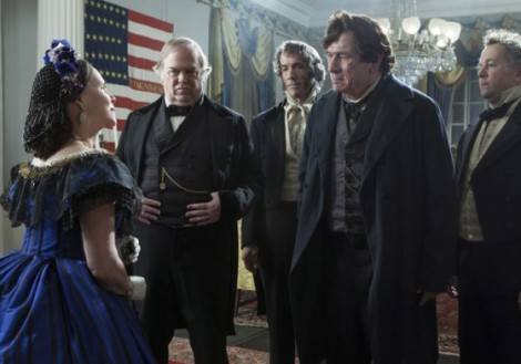 Lincoln-2012-Free-Movie-Wallpaper-Tommy-Lee-Jones-Sally-Field-560x393