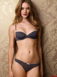 rosie-huntington-whiteley-lingerie-4