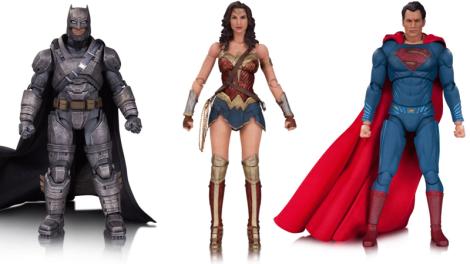 Armored Batman, Wonder Woman, y Superman. $45 dólares, Batman $50 dólares. Las figuras de Batman y Superman en tiendas en septiembre 2016, y la figura de Wonder Woman en tiendas en noviembre 2016.